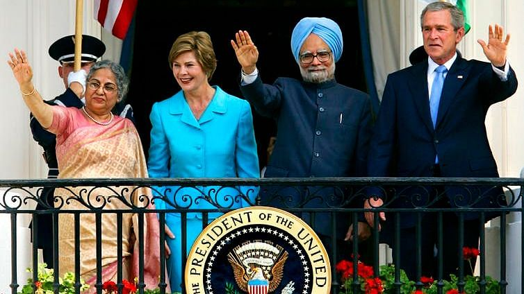 U.S. President George W. Bush and Indian Prime Minister Manmohan Singh, with first lady Laura Bush and Singh's wife, Gursharan Kaur
