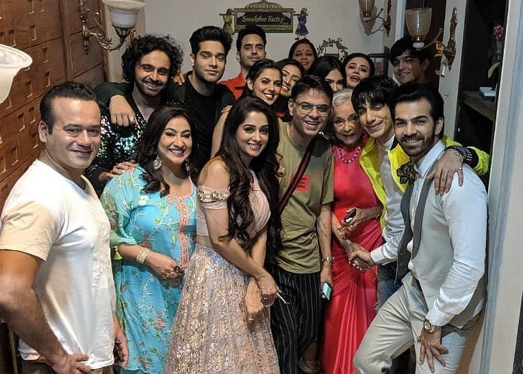 Sandiip Sikcand with the cast of <i>Kahaan Hum Kahaan Tum.</i>