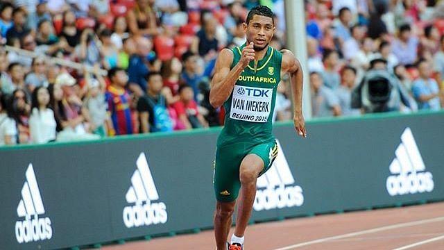 Wayde van Niekerk finished first in a 100m race on grass in a hand-timed 10.20 seconds at an unofficial university meet.