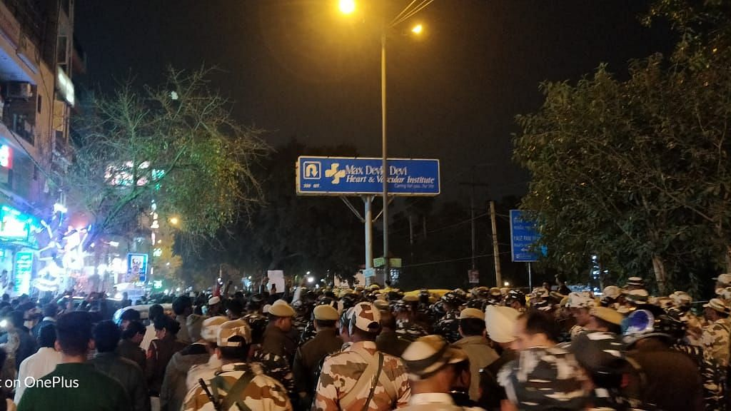 Anti-CAA Protesters Lathi-Charged by Police in Delhi's Hauz Rani