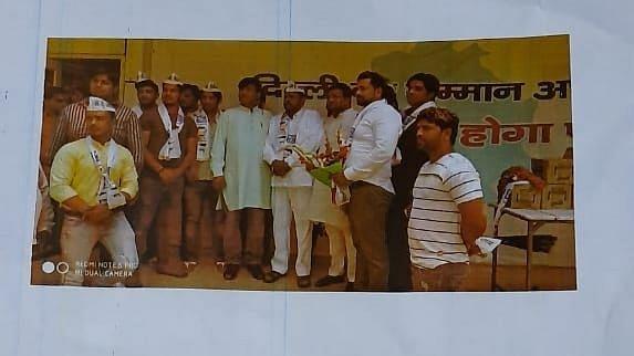 Kapil Gujjar allegedly seen with members of AAP.
