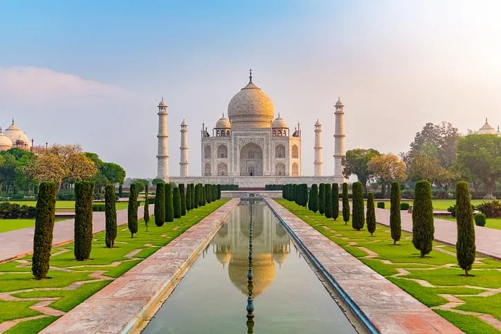 Agra Taj Mahal: Entry Timings & How to Book Tickets Online
