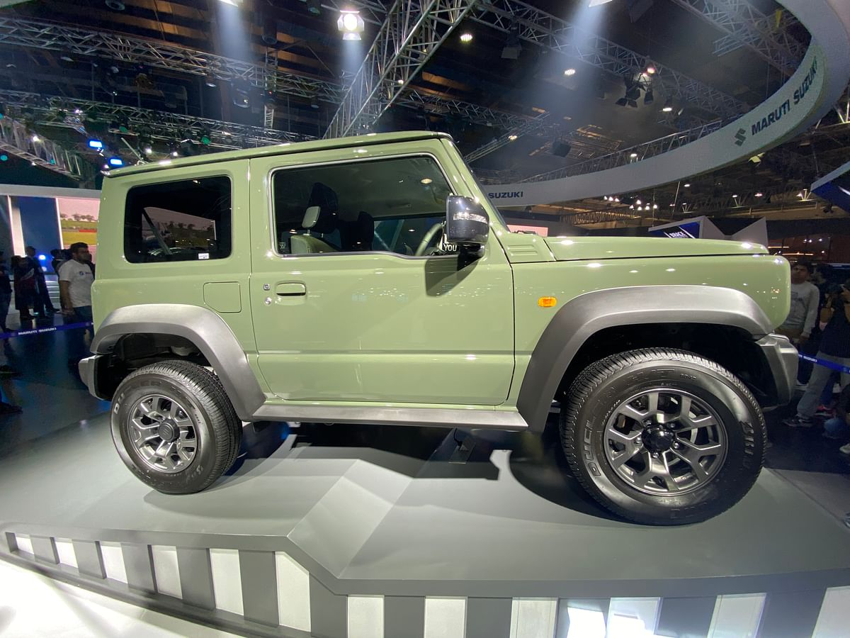 Side profile of the Jimny SUV.