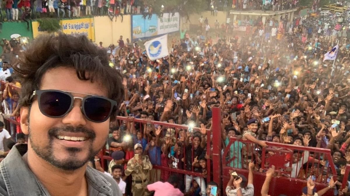 Vijay Clicks Selfie With Fans on Sets of 'Master', Pic Goes Viral