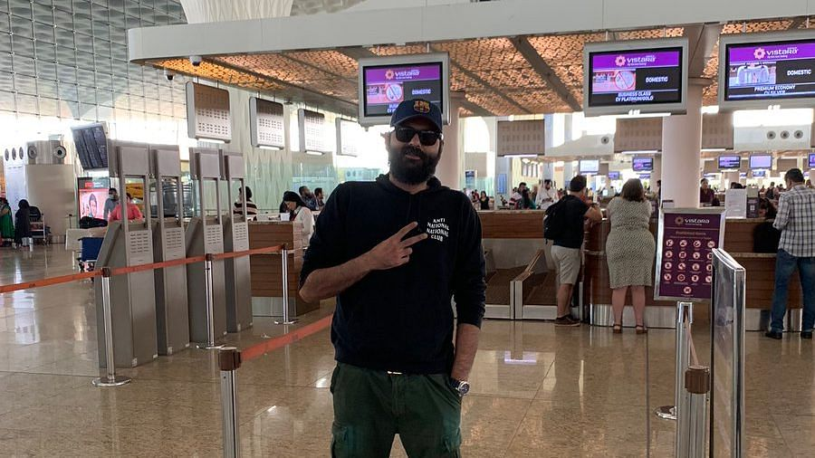 Kunal Kamra Shares His 'Airport Look' as He Takes a Vistara Flight