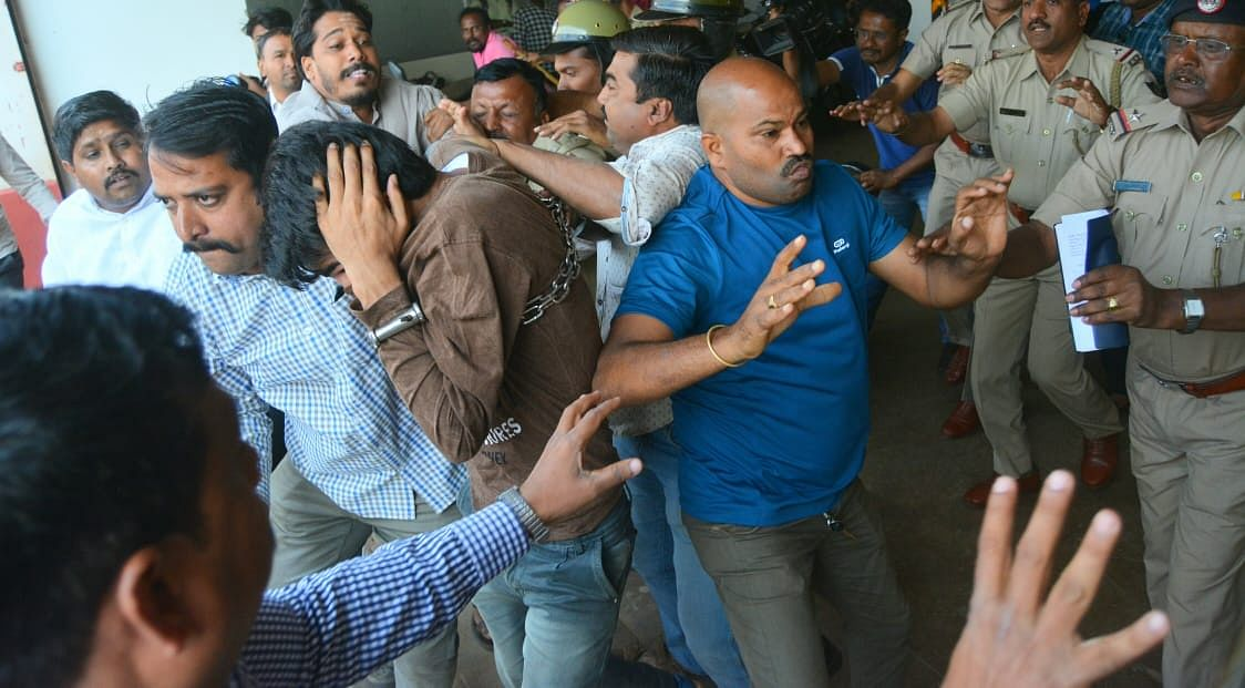Kashmiri students being roughed up allegedly by members of a right-wing group, as they were being produced in the Hubballi court on Monday, 17 February.