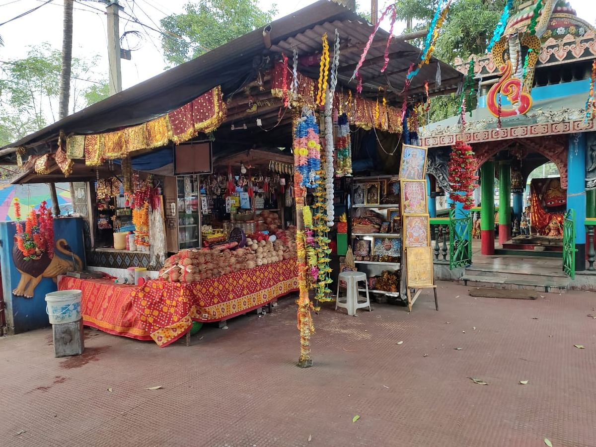 Temple shops await devotees.
