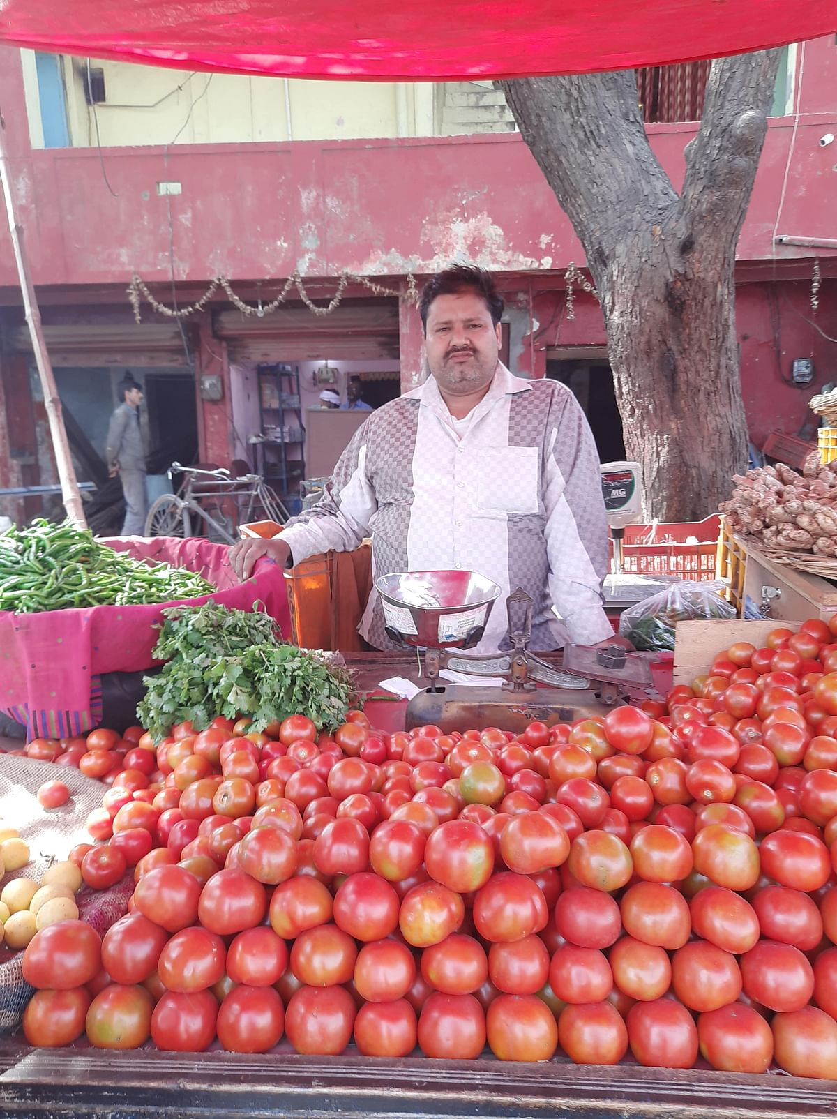 Manoj is not being able to sell his vegetables.