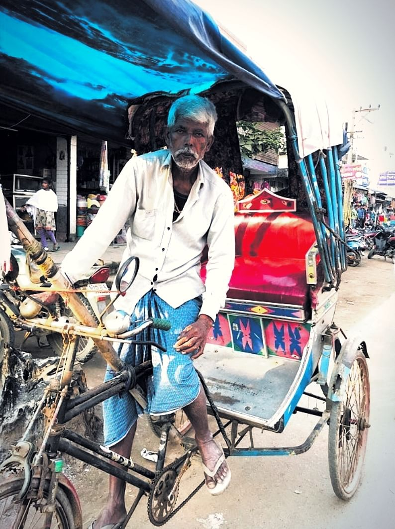 Kuldeep with his rickshaw, after completing his second ride of the day.