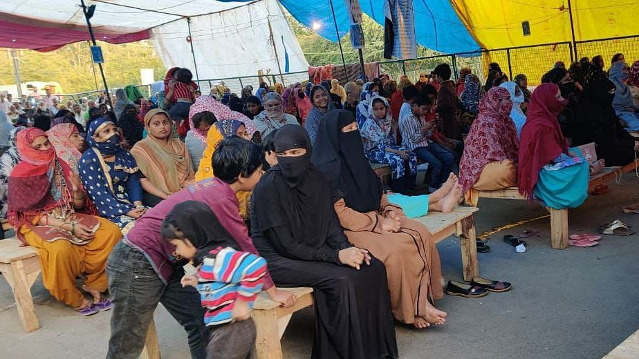 With less crowd during afternoon, women could sit in a comparatively more spaced out manner at Shaheen Bagh on Tuesday.