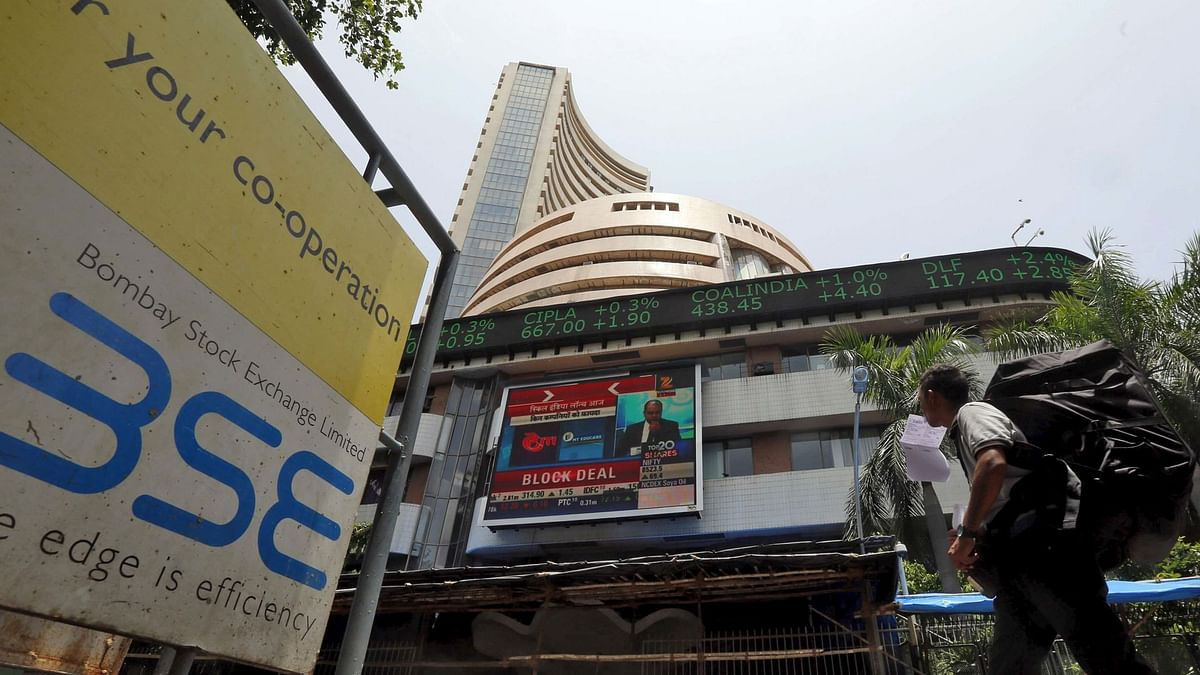 Sensex Ends 131.18 Points Lower at 29,815; Nifty at 8,660