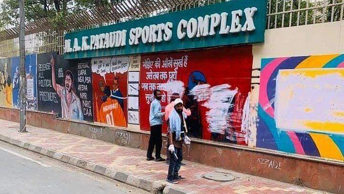 Police Remove Jamia Graffiti, Twitter Reminds Them of 'Priorities'