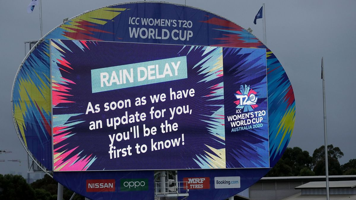 Rain is forecast in Sydney on Thursday and it could mean both India and South Africa will sail into the final.