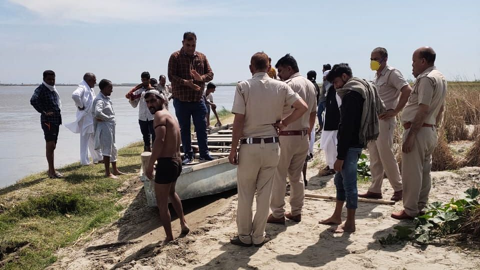 Labourers are hiring boats to cross over the river to UP from a village on Haryana border.
