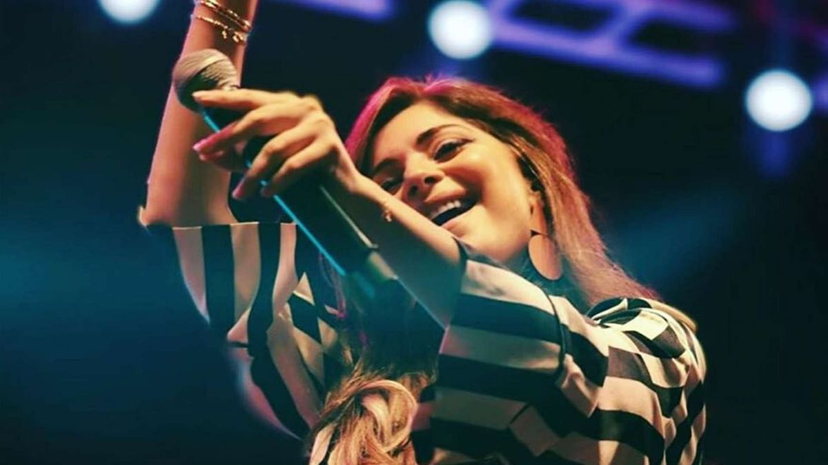 Bollywood singer Kanika Kapoor has contracted the coronavirus.