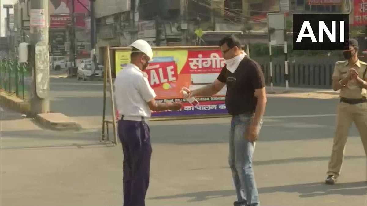 """Rakesh Chaudhary, a local in Patna, observed 'Janta Curfew' by distributing hand sanitiser to police and traffic police personnel, saying, """"The entire country is fighting against coronavirus. This is my way to fight it."""""""