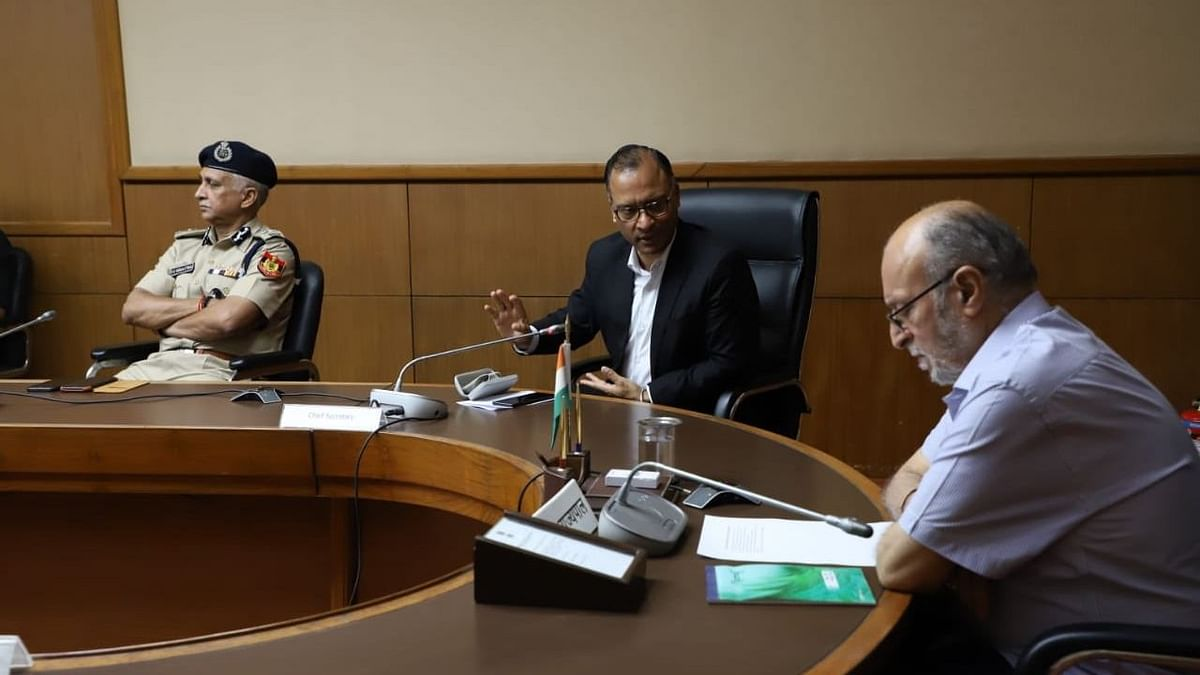 Delhi Lieutenant Governor Anil Baijal held a meeting with Chief Minister Arvind Kejriwal, Chief Secretary Vijay Kumar Dev and Police Commissioner on Tuesday, 31 March.