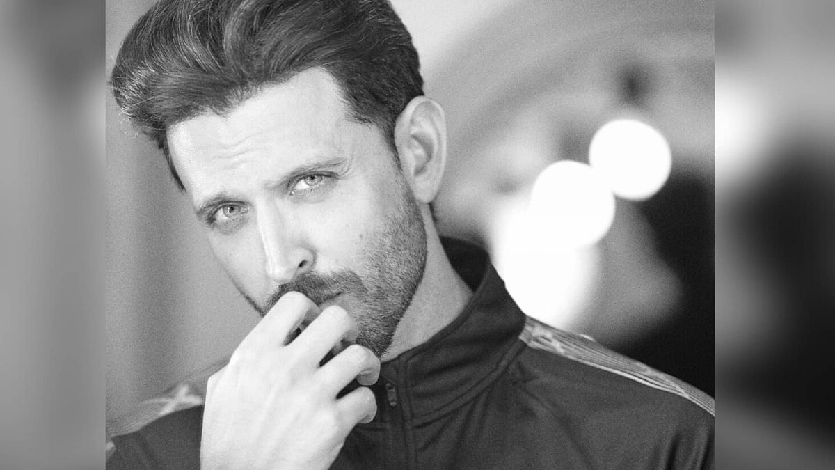 Hrithik Roshan Donates Masks to BMC Workers and Caretakers