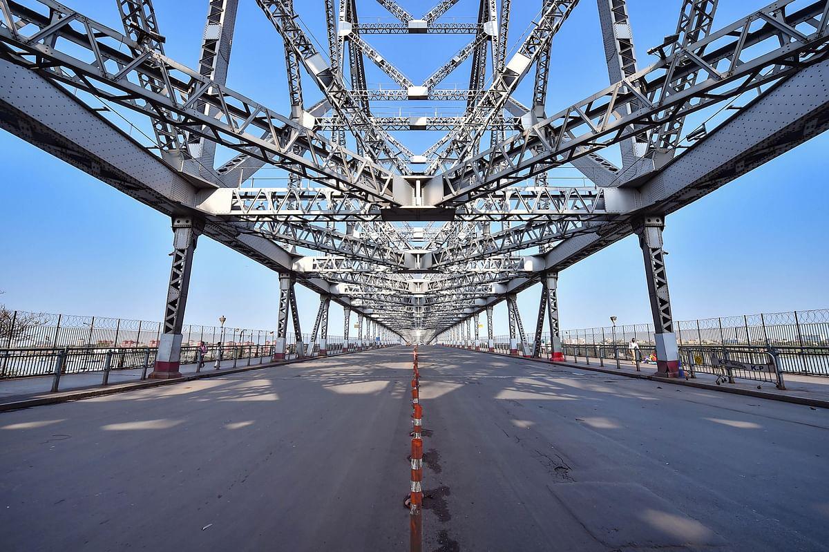 Howrah bridge wears a deserted look during 'Janata Curfew'.