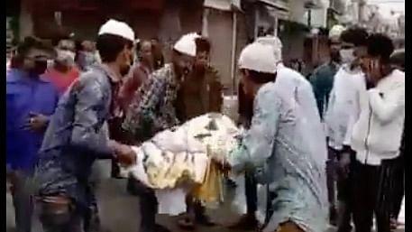 Muslim Residents in UP Help Cremate Hindu Neighbour Amid Lockdown