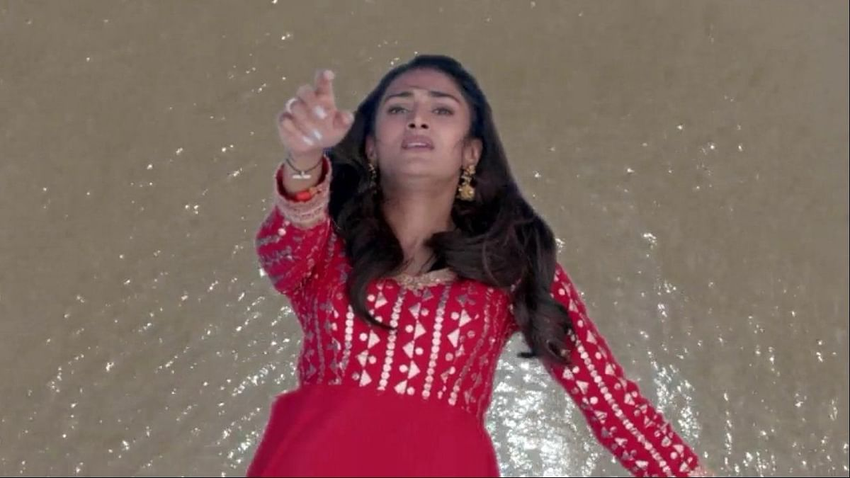 Twitter in Splits Over Prerna's Plunge to Death in 'Kasautii 2'