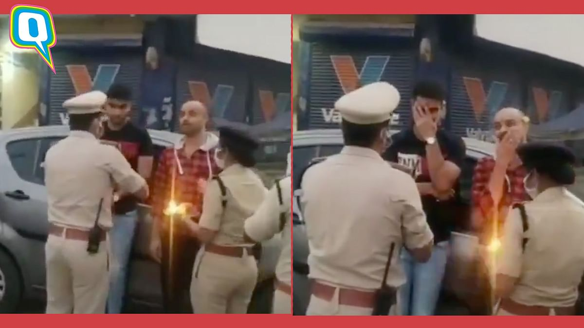 Police Does Aarti For Those Flouting The COVID-19 Lockdown