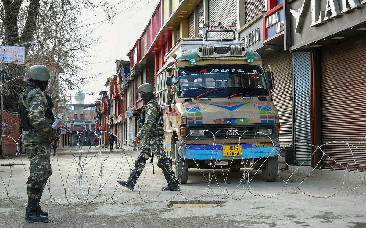 Security personnel stand guard during Janata curfew in Srinagar.