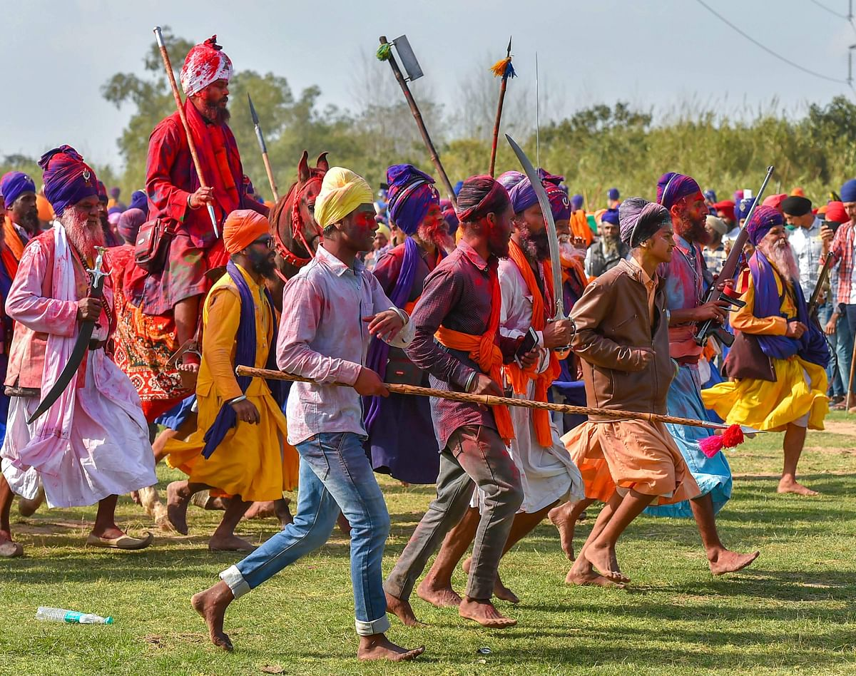 Martial arts of the Sikhs are exhibited during this day. Despite the threat of the spread of Covid-19, lakhs participated in the event.