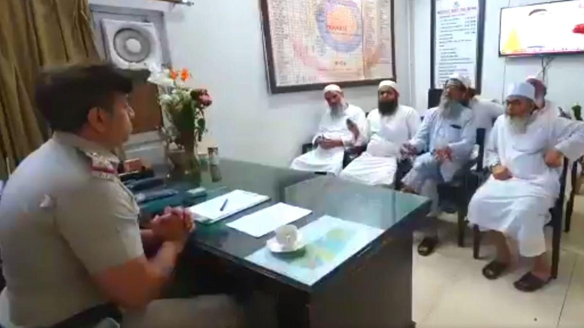 Video Shows Cops Urged Nizamuddin Markaz Members to Vacate Centre