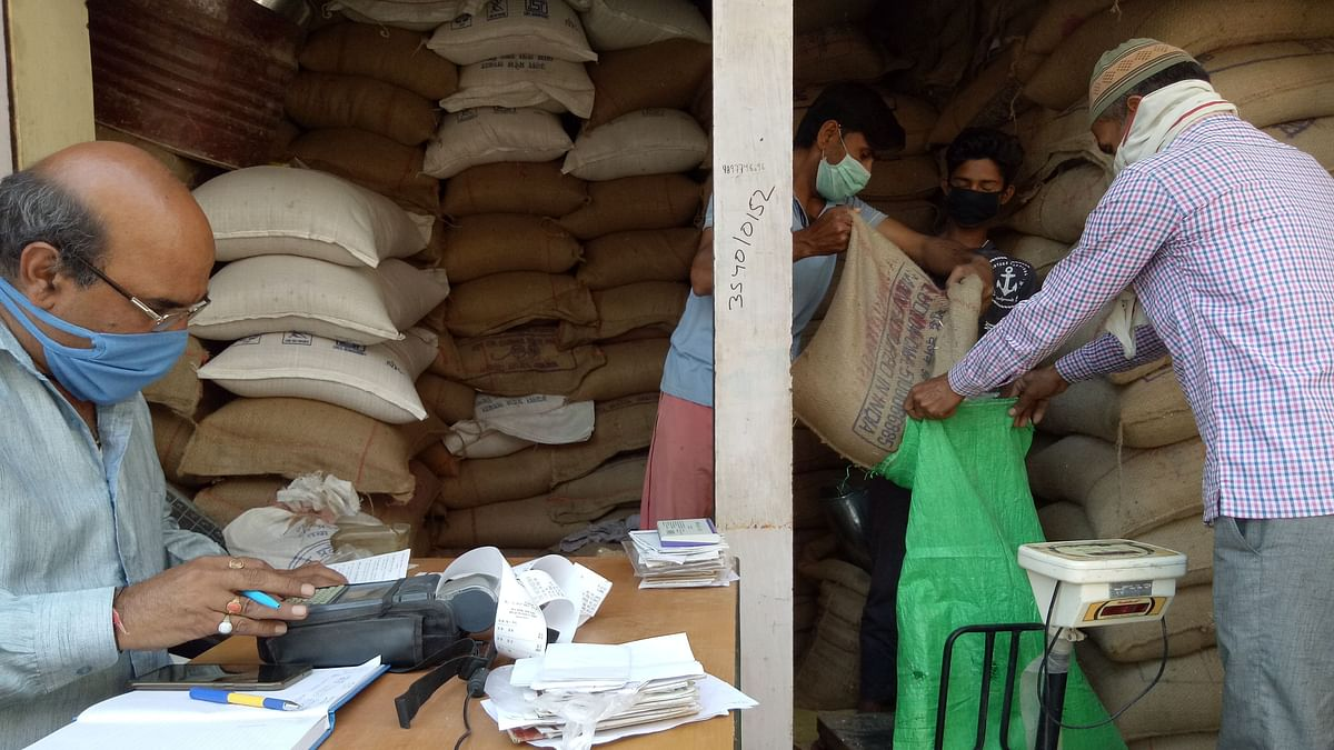 No Social Distancing, Use of Biometric Machines in UP Ration Shops