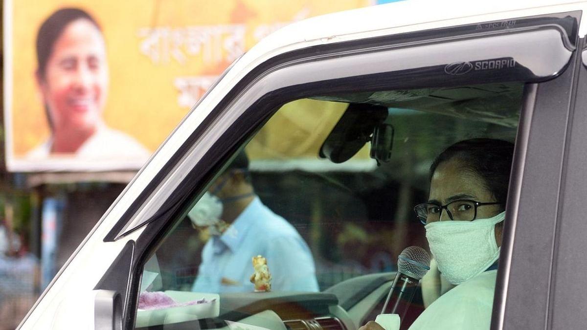 Mamata Hits Streets of Kolkata to Address Citizens Amid Lockdown