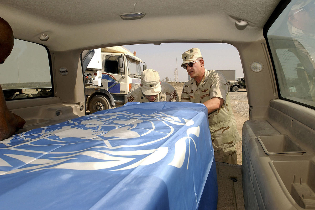 Sergio's mortal remains wrapped in the UN flag.