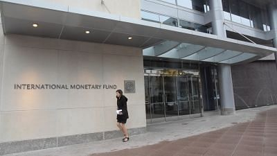 IMF May Delay 3rd Tranche of $6bn Pak Loan Due to COVID-19: Report