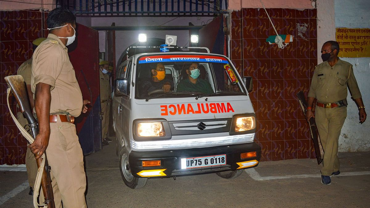 UP's Ambulance Staff Is Fighting COVID-19 Without Safety Kits