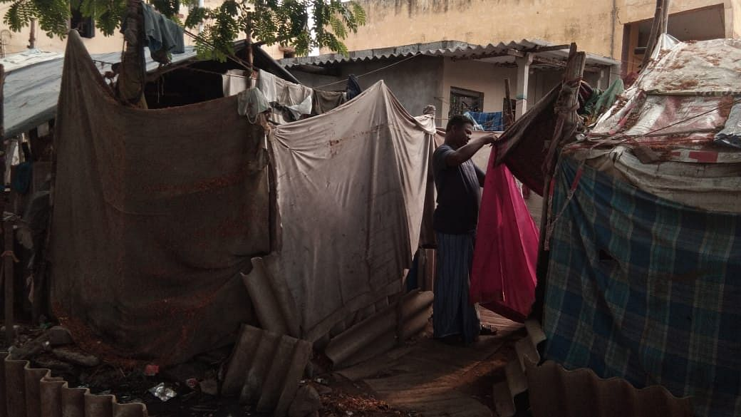 The slum-dwellers live in tents and makeshift houses.