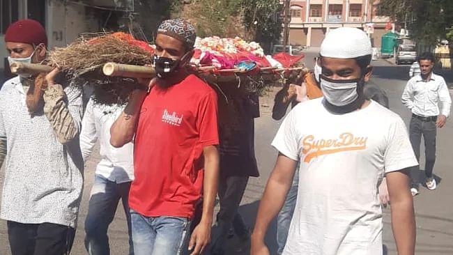 Lockdown: Muslim Men Carry Hindu Woman's Bier to Cremation Ground