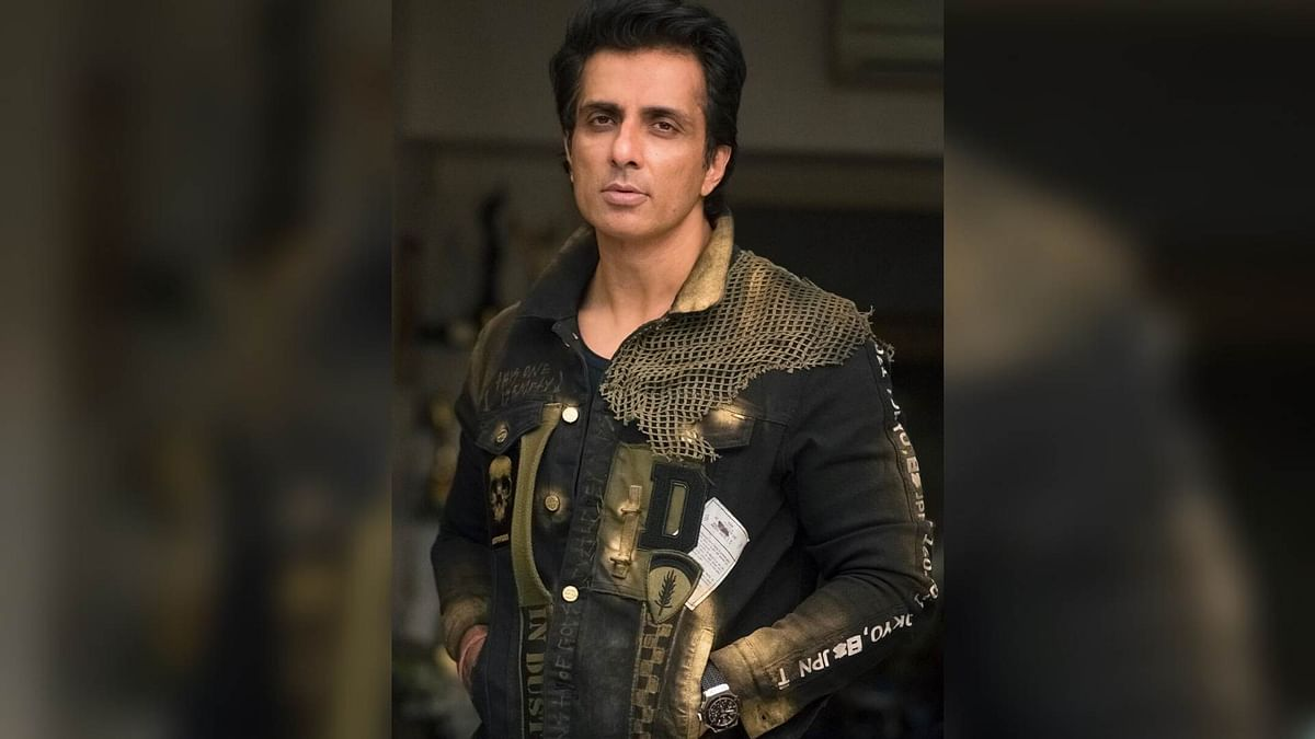 Sonu Sood Contributes 25,000 Face Shields to Maha Police Personnel