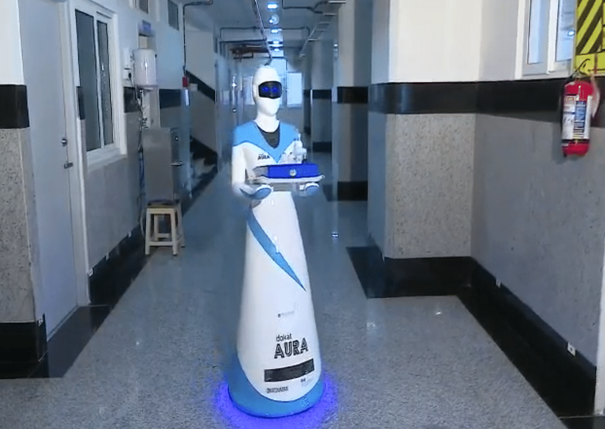 The robot nurse 'dokat Aura' can be used to help in the supply of food and medicine to the isolation wards.