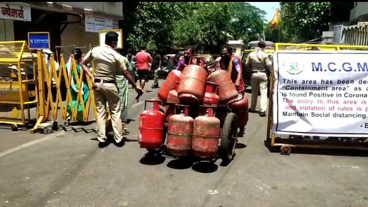 LPG cooking gas prices have been cut by a record Rs 162.50 per cylinder.