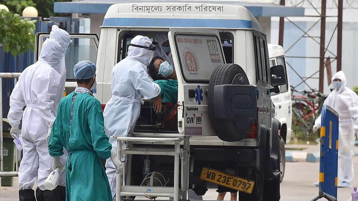 Medics attend to a suspected COVID-19 patient in Kolkata. Image used for representational purposes only.