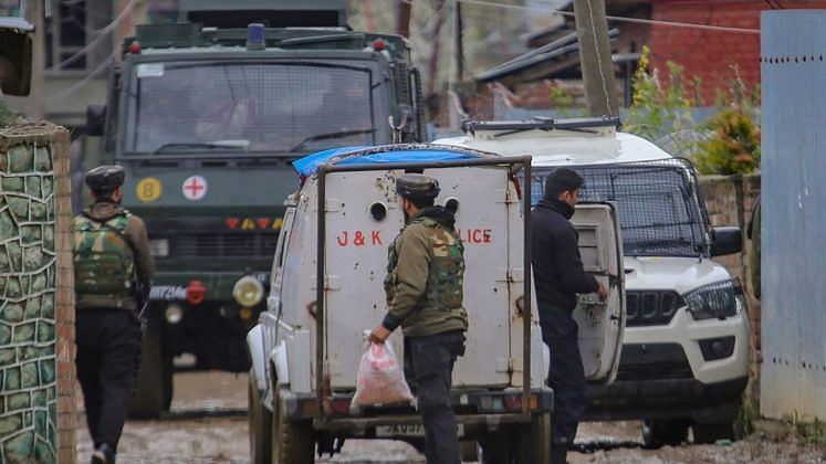 Security forces cordon off the area during an encounter with militants at Sopore, in Baramulla District of South Kashmir, Wednesday, 8 April. Image used for representation.