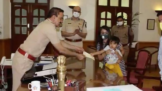 Three-Year-Old Baker Sells Cakes to Raise Funds For Mumbai Police