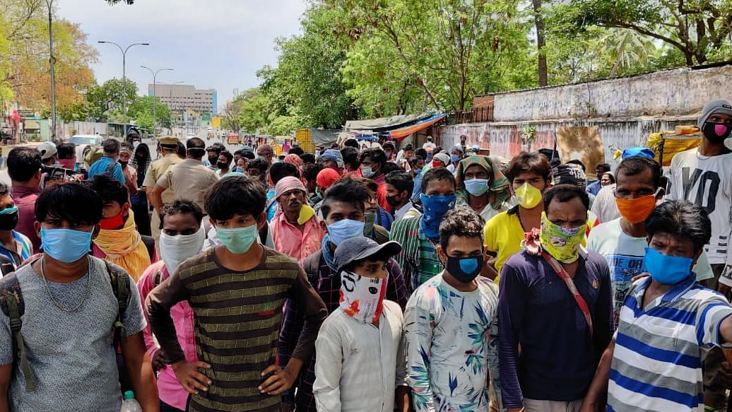 Odisha Migrants Gathered  at Chennai Station Told to Book Online