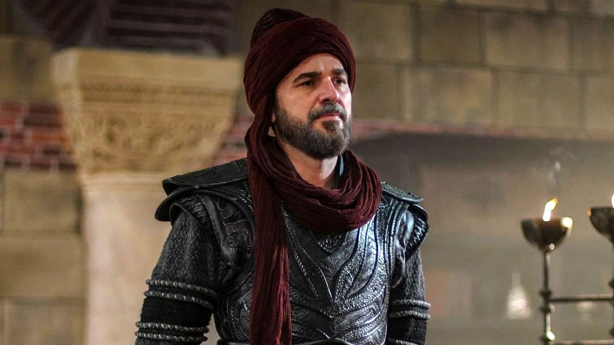 Engin Altan Düzyatan in and as Ertugrul Gazi.