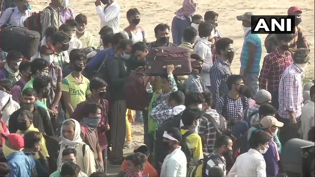 Migrants  at Ghazipur.