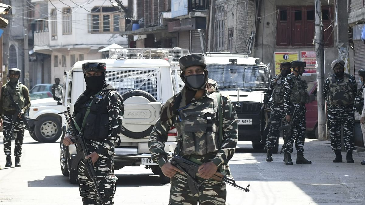 Hurriyat  Leader's Son Among 2 Hizbul Men Killed in Srinagar