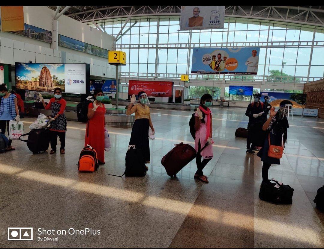 The Odia women leaving on a flight arranged by Sonu Sood.