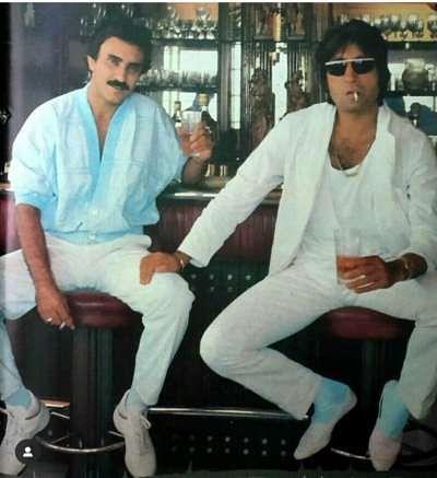 Dan Dhanoa with Amitabh Bachchan on the sets of 'Mard'.