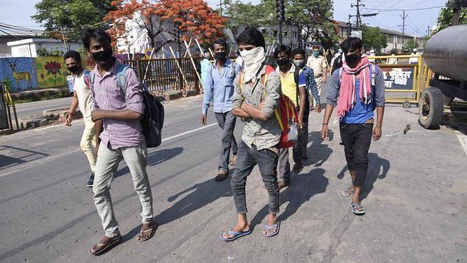 Singapore Students Organise a Fund-Raiser for Mumbai Migrants