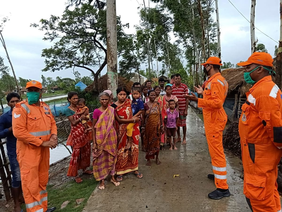 West Bengal: Villagers and livestock in Jogeshganj, North 24 Paraganas being shifted to a shelter.